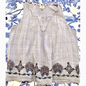 Linen Knox Rose Embroidered Sleeveless Pintuck Top
